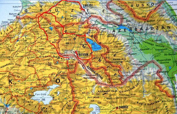 Je to červeně vyznačený okruh Arménií a pak přes Gruzii do Turecka pod Ararat...