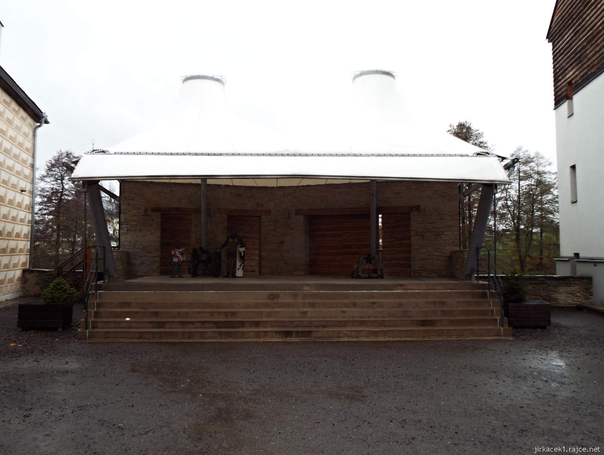 Letohrad - tvrz Orlice - podium u hradeb