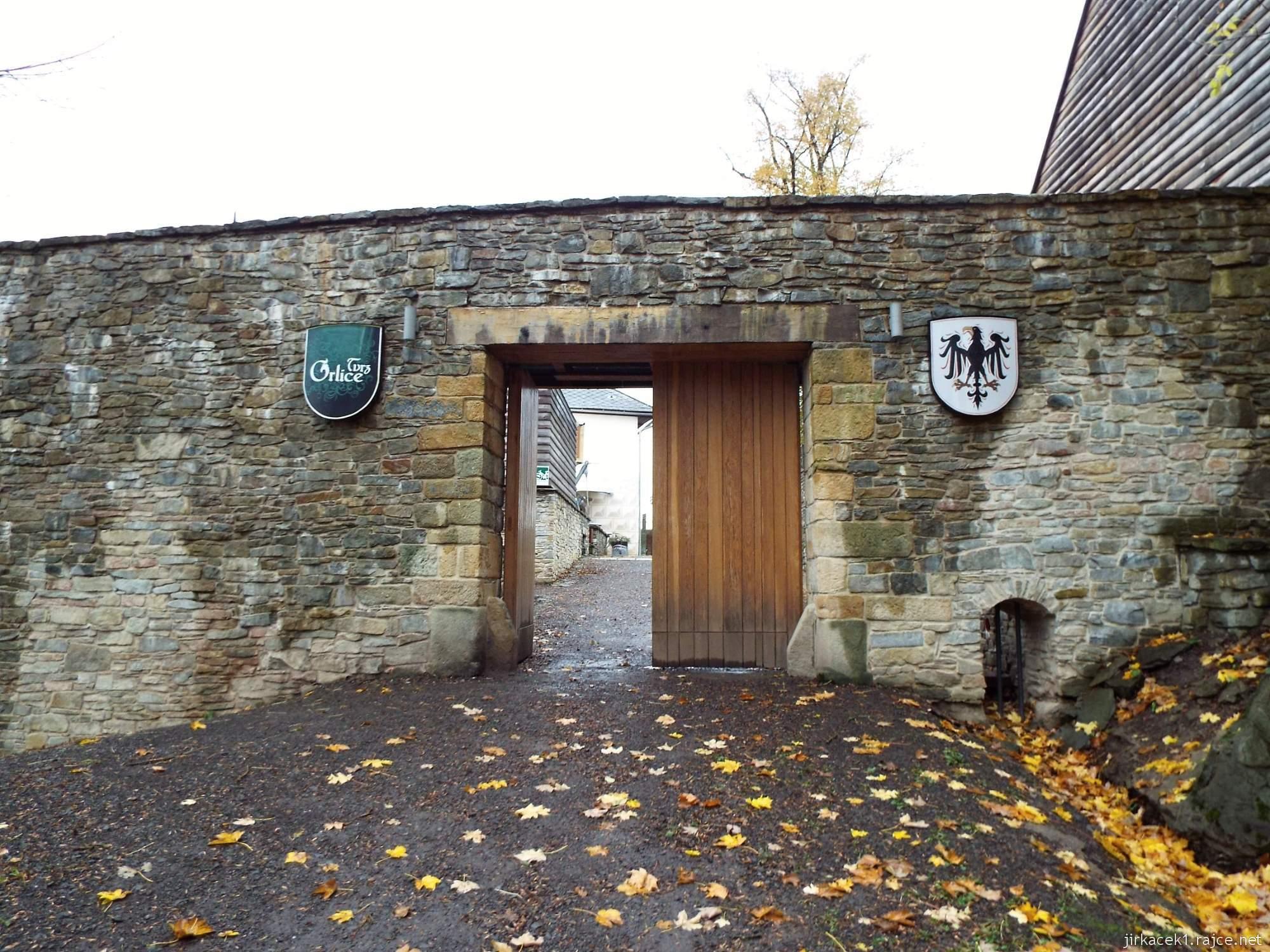 Letohrad - tvrz Orlice - brána k rybníku