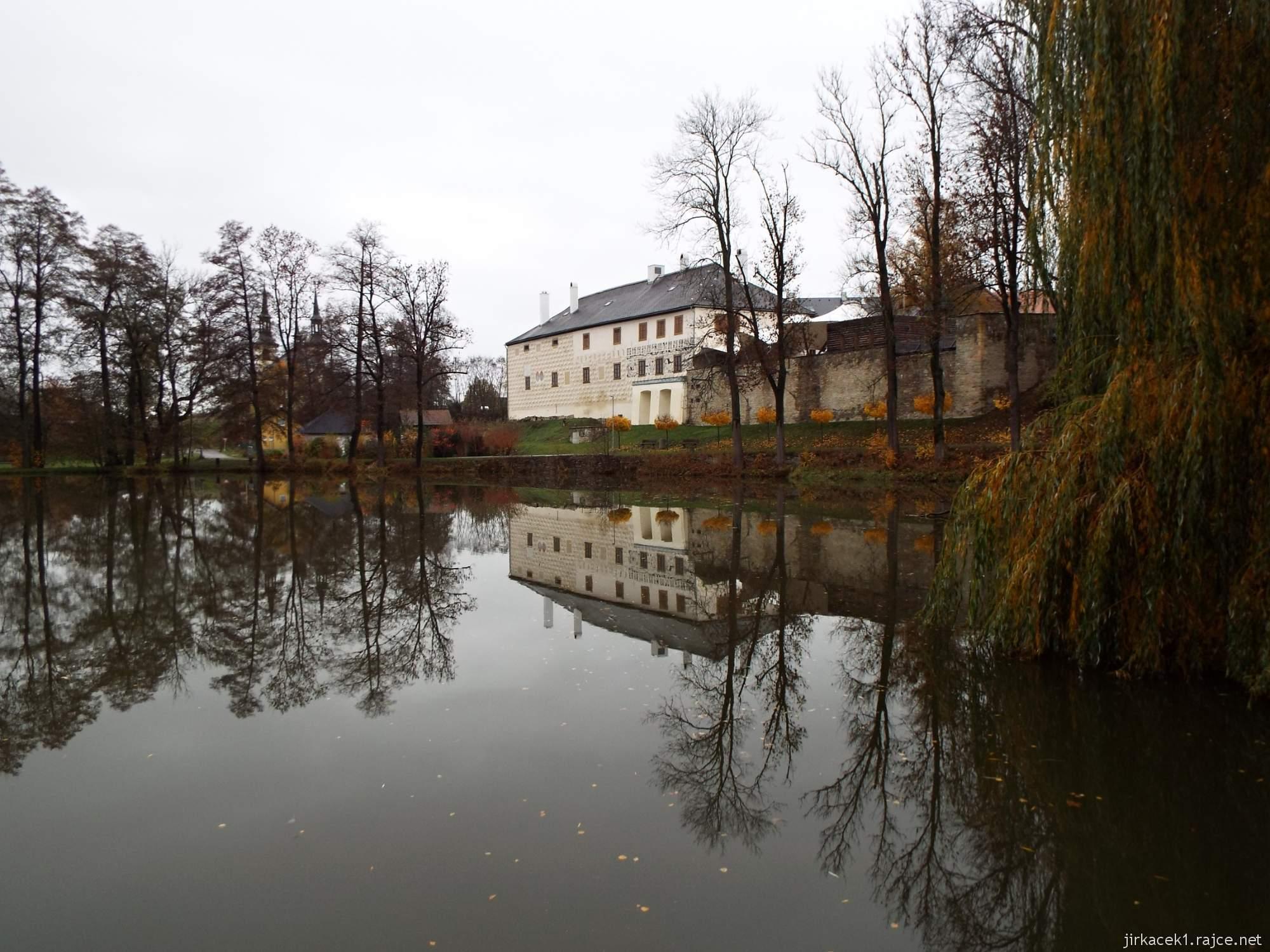 Letohrad - tvrz Orlice - pohled na tvrz od rybníka