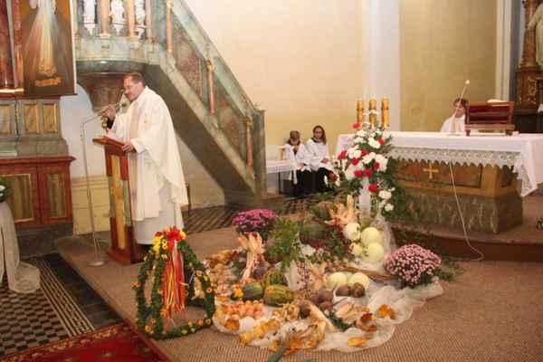 MARTINSKÉ HODY - Nedělní slavnostní mše svatá - Keywords: HODY;KROJE;mše