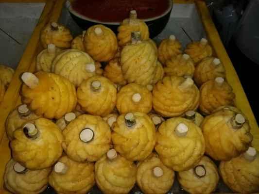 Malé šťavnaté ananasy.