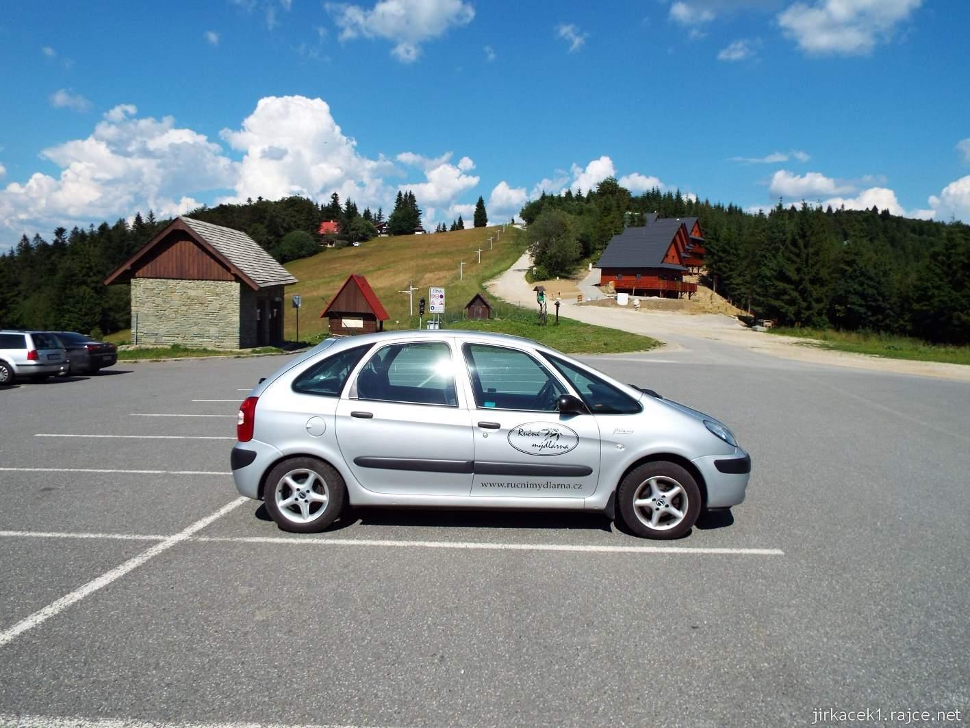 Horský hotel Portáš - naše auto na parkovišti
