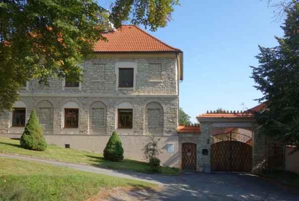 I v Bělokách se najde pěkných pár usedlostí starých 100 a více let - je vidět, že i tady působilo pár úspěšných hospodářů.