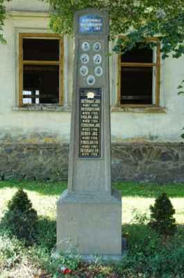 Na návsi nechybí pomník obětem 1. SV.