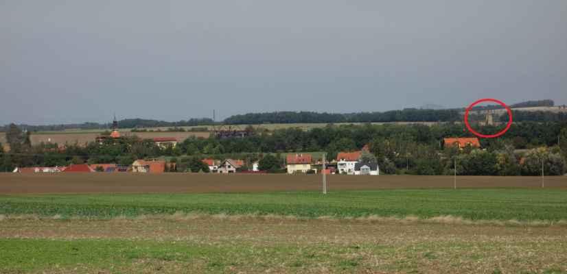 Nad Malými Čičovicemi se poprvé objevila věž Okoře.