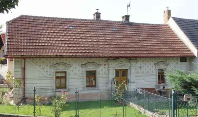 A jeden zajímavý dům poblíž památníku.