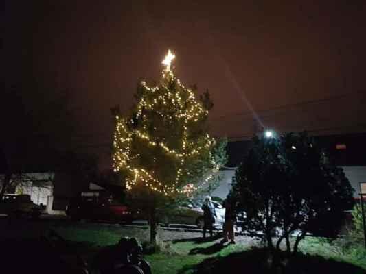Rozsvícení stromu u sokolovny