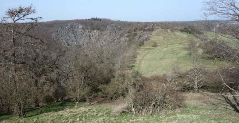 Mým cílem byl skalní masiv Dívčí skok, který je nejvyšším vrcholem Divoké Šárky.