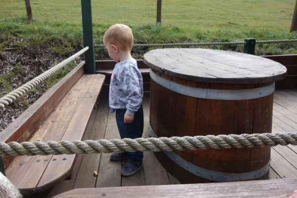 Všechny děti zajímala prolézačka, jen Lukášek našel broučka.