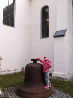 Mojemalémilované (sweet child o´ mine) + zvon Marie, vysvěcen 10.11.1970, odlit v Třineckých železárnách, tón f, cca 1800 kg, Karviná-Fryštát.