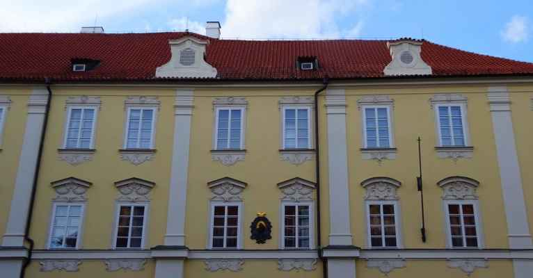 Valdštejnské náměstí 1 - Aueršperský palác
