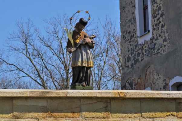 jeden ze čtyř sv. janů nepomuckých z českolipských kravař. tento stojí na kamenném mostě přes bobří potok...