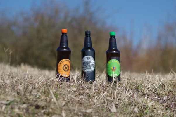 výtečná piva z pivovaru mlýn ze střížovic. velikonoční zelené barvené kopřivami...
