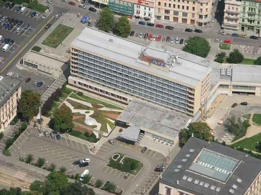 Golf 2008 Pavouk 103 - BEST WESTERN PREMIER Hotel International Brno  Hotel nabízí 234 pokojů. Pokoje jsou vybaveny WC, telefonem s přímou volbou, TV se satelitním příjmem, minibarem a sejfem. K dispozici jsou fitness, solaria, sauny, bazén i kosmetické studio. Hotel disponuje sály a salonky s celkovou kapacitou 700 osob.