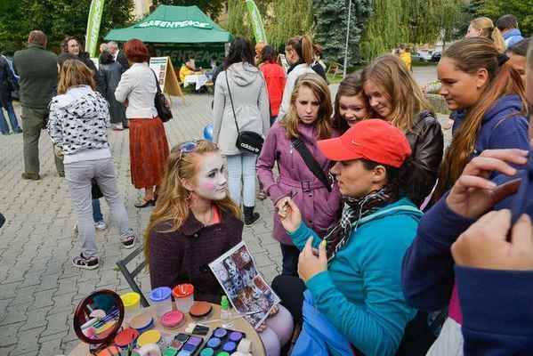Pro mladší generace bylo připraveno malování na obličej